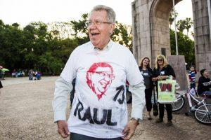 """Raul Pont deixou a """"aposentadoria"""" para cumprir a missão partidária, mas por um erro no alvo, corre o risco de ser ultrapassado por Marchezan. Foto retirada do site da campanha"""